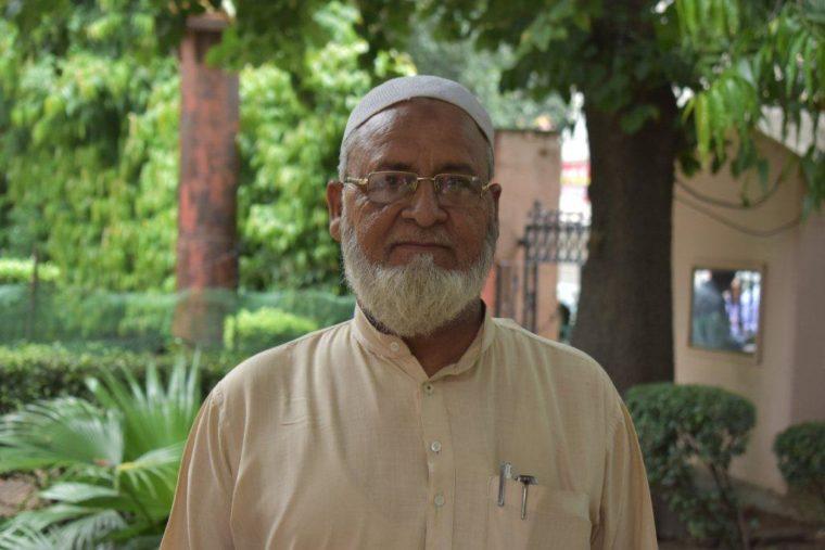 Indian man receives cataract surgery